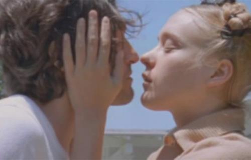 Vincent Gallo se muestra en escena erótica