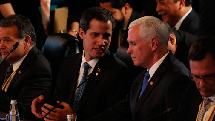 Guadio y Mike Pence